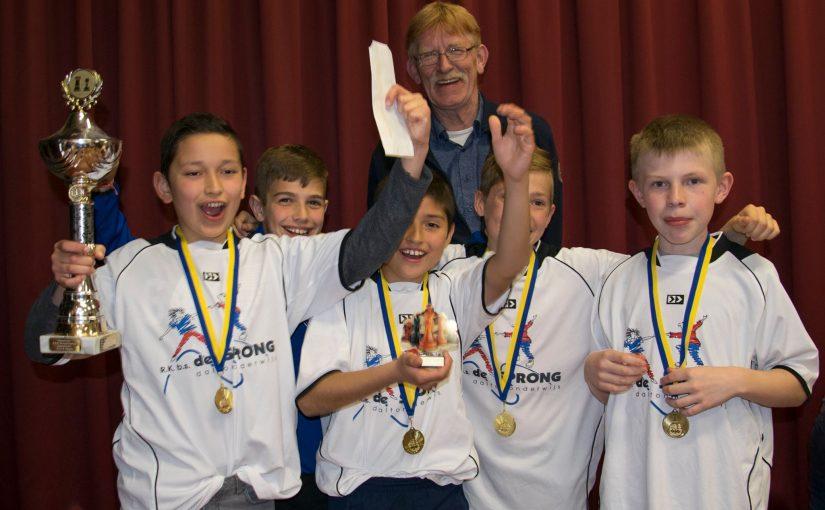 De Sprong wint het Friese kampioenschap schaken voor basisscholen